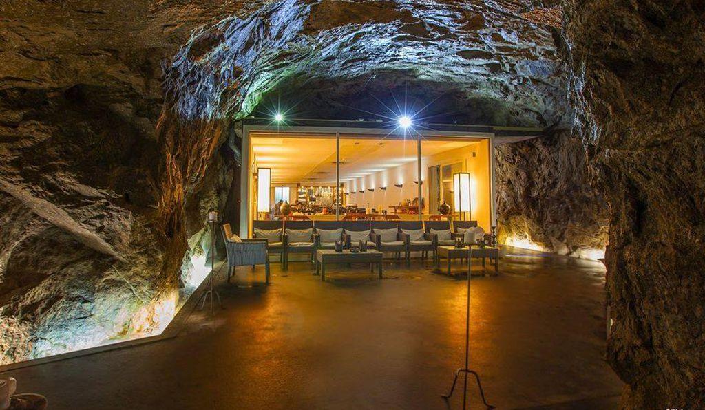 Švýcarsko má 300 000 atomových krytů, většinu z nich předělali na vinné sklepy