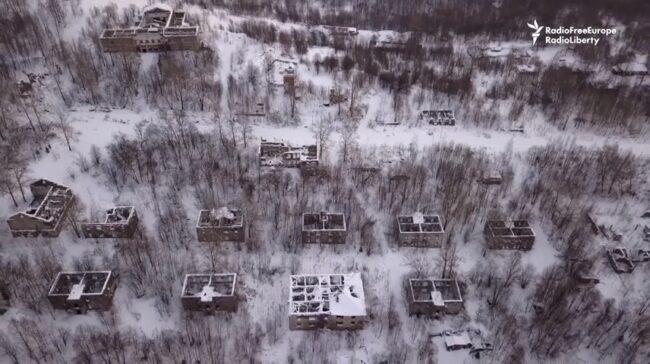 Města duchů: Syava. Dostanete se tam pouze sněžným skútrem